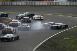 Start: #41 Marc VDS Racing Team Ford GT: Markus Palttala, Renaud Kuppens en #33 Triple H Team Hegers
