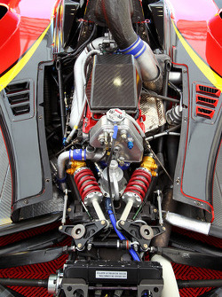 Le moteur turbochargé Audi 4-cylinder posé sur la voiture de Ricardo Teixeira