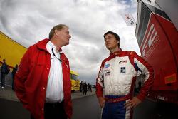 Jonathan Palmer, CEO MotorSport Vision, met zijn zoon Jolyon Palmer