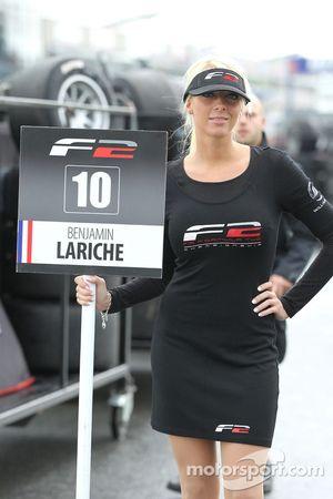 F2 grid girl for Benjamin Lariche
