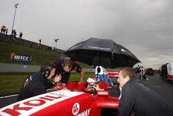 Pole sitter Sergy Afanasiev on the grid