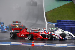 Philipp Eng, Jolyon Palmer en Kelvin Snoeks bij de start van de race