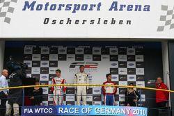 Podium: race winner Dean Stoneman, second place Kazim Vasiliauskas, third place Jolyon Palmer