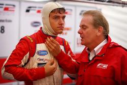 Jolyon Palmer et son père Jonathan Palmer, PDG de MotorSport Vision