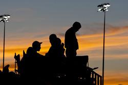 Fans kijken naar de race