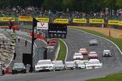 Paul di Resta, Team HWA AMG Mercedes C-Klasse en tête au début de la course