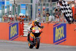 Dani Pedrosa, Repsol Honda Team prend le drapeau à damiers