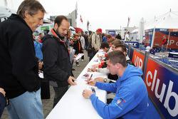 Dean Stoneman signs autographs