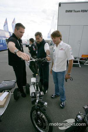 Dr. Mario Theissen get a new e-bikeboard, Augusto Farfus BMW Team RBM BMW 320si