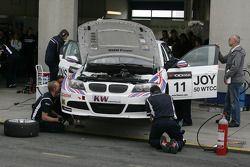 Mechanics working on the Car of Andy Priaulx BMW Team RBM BMW 320si