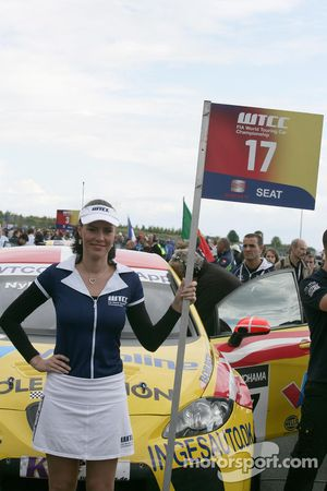 Grid girl of Michel Nykjer Sunred Engineering Seat Leon 2.0 TDI