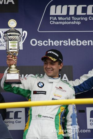 Race winner Andy Priaulx BMW Team RBM BMW 320si