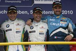Podium: 2nd Augusto Farfus BMW Team RBM BMW 320si, 1st Andy Priaulx BMW Team RBM BMW 320si, 3rd Yvan
