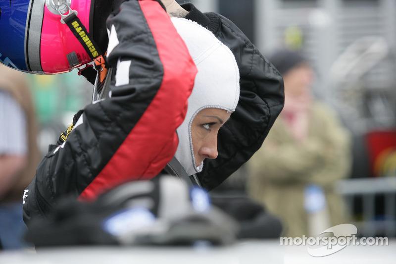 Cora Schumacher vrouw van Ralf Schumacher rijdt in de MINI-Challenge