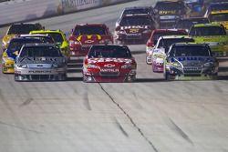 Carl Edwards, Roush Fenway Racing Ford, Tony Stewart, Stewart-Haas Racing Chevrolet et Jimmie Johnso
