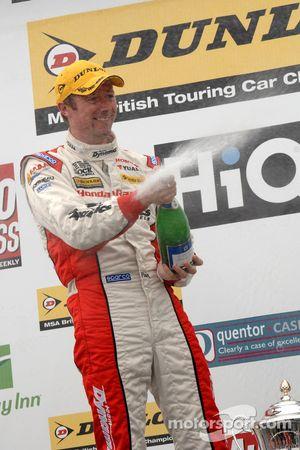 Gordon Shedden sprays champagne
