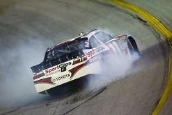 Denny Hamlin, Joe Gibbs Racing Toyota s'écarte du virage 1