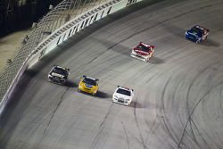 Ryan Newman, Stewart-Haas Racing Chevrolet and Kyle Busch, Joe Gibbs Racing Toyota battle