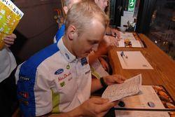 Mikko Hirvonen commande un repas Japonais à Sapporo