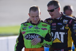 Mark Martin, Hendrick Motorsports Chevrolet et Jeff Burton, Richard Childress Racing Chevrolet