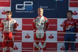Sam Bird, vainqueur, Jules Bianchi, deuxième, et Oliver Turvey, troisième