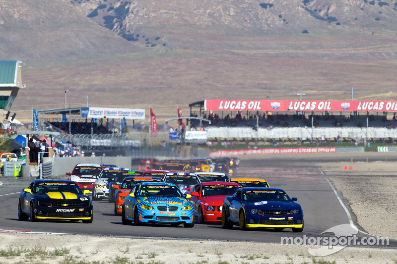 GS start: #6 Stevenson Motorsports Camaro GS.R: Matt Bell, Jeff Bucknum, #13 Rum Bum Racing BMW M3 C