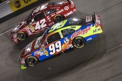 Carl Edwards, Roush Fenway Racing Ford et Juan Pablo Montoya, Earnhardt Ganassi Racing Chevrolet