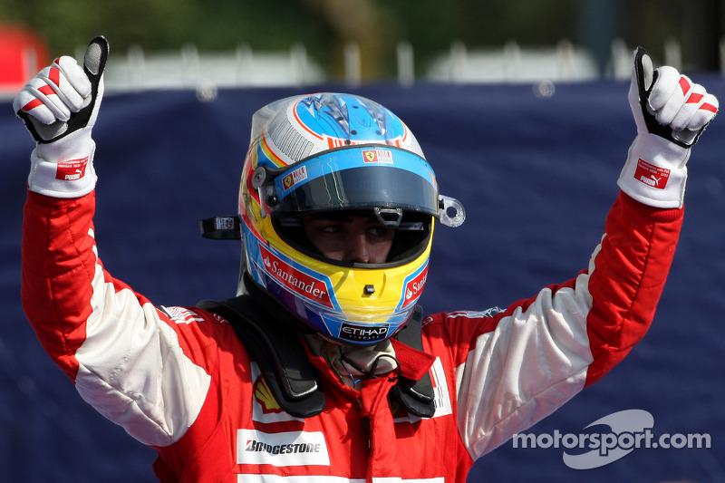 Ganador de la carrera Fernando Alonso, Scuderia Ferrari celebra
