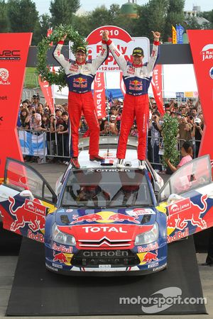 Podium: vainqueurs Sébastien Ogier et Julien Ingrassia
