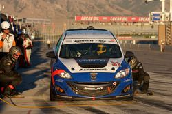 La #31 i-MOTO Mazda Speed 3 de Glenn Bocchino et Todd Lamb dans les stands
