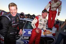 2010 GS kampioenen Charles Putman en Charles Espenlaub vieren feest met Andrew Hendricks