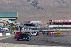 #6 Stevenson Motorsports Camaro GS.R: Matt Bell, Jeff Bucknum voert het veld aan