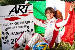 Esteban Gutierrez celebra haber ganado el campeonato