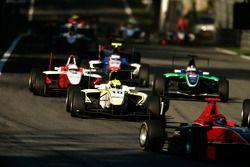 Nigel Melker leads Pedro Nunes