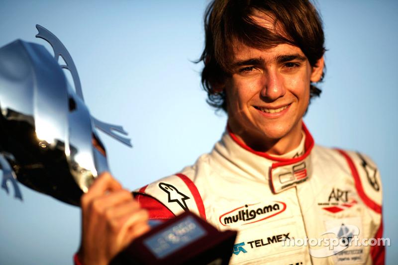 2010 Esteban Gutiérrez celebra la victoria en la carrera y el Campeonato GP3