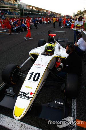 Nigel Melker on pole position on the grid