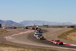 Todd Souza mène un groupe de voitures