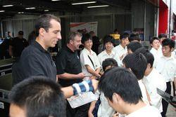 Justin Wilson, Dreyer & Reinbold Racing with fans