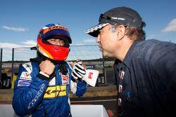 Armaan Ebrahim est félicité pour sa troisième place sur la grille