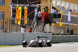 Race 1 winnaar Nicola de Marco