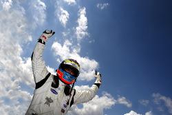 Dean Stoneman, Champion 2010 de Formule 2, célèbre sa performance