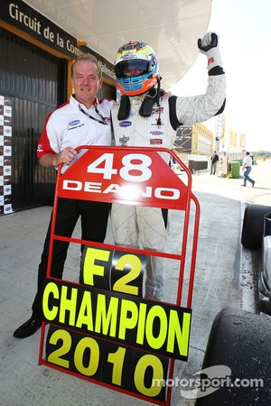 2010 Formula Two Champion Dean Stoneman is congratulated by Jonathan Palmer, CEO MotorSport Vision