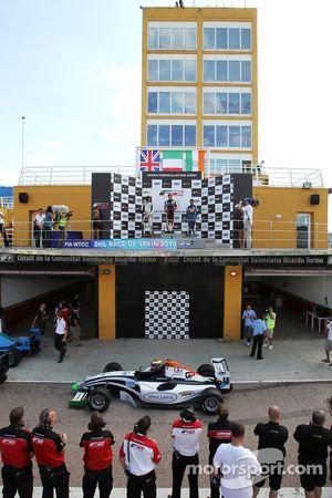 Podium de la première course : 1er Nicola de Marco, 2e Will Bratt, 3e Armaan Ebrahim