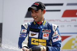 Armaan Ebrahim finisht race in in derde positie