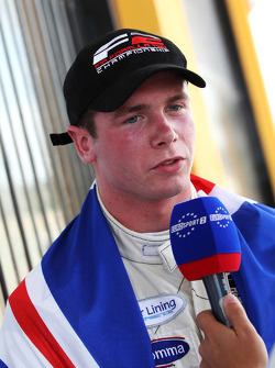 Dean Stoneman, Champion 2010 de Formule 2, est interviewé par Eurosport
