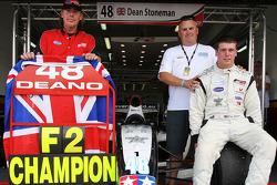 Dean Stoneman, Champion 2010 de Formule 2, avec son père Colin