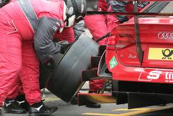 Arrêt au stand pour Mike Rockenfeller, Audi Sport Team Phoenix Audi A4 DTM
