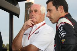 Roger Penske and Helio Castroneves, Team Penske watch the end of qualifying