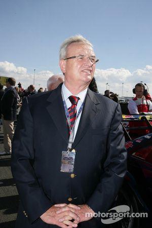 Dr. Martin Winterkorn Head of Volkswagen AG
