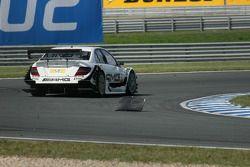 Paul di Resta, Team HWA AMG Mercedes C-Klasse contourne le morceau de l'Audi de Martin Tomczyk